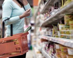 Mujer-comprando-en-supermercado-inflacion