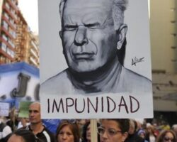Julio López marcha vertical