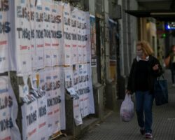 Campaña electoral carteles El País