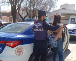 Mujer detenida policía